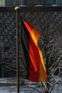 Eine Deutschlandflagge im Flaggenmast